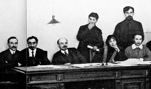 ロシア革命直後のレーニンら主要メンバー一同(1918年)2