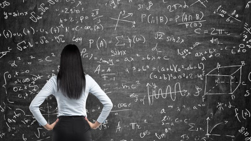blackboard_math_woman.jpg