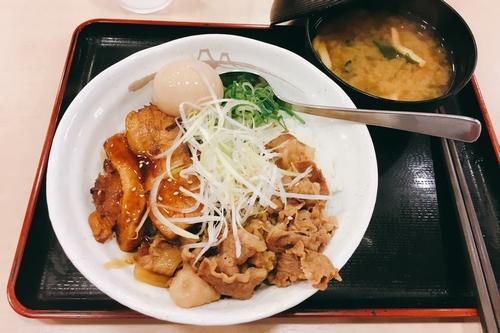 松屋豚角煮丼 (3)