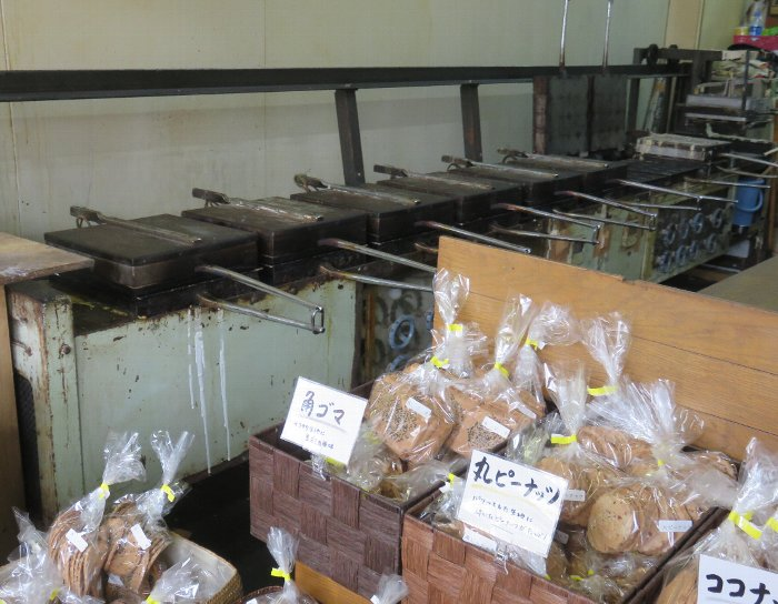 鎌田製菓屋内