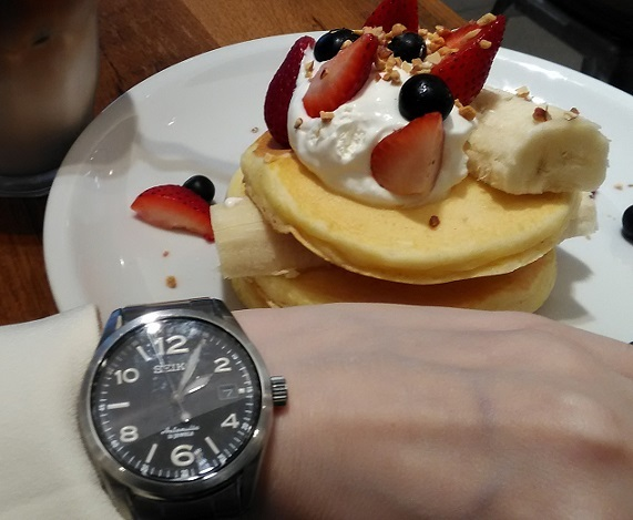 J.S. FOODIESのパンケーキとセイコー(SEIKO) 機械式腕時計 メカニカル SARG009
