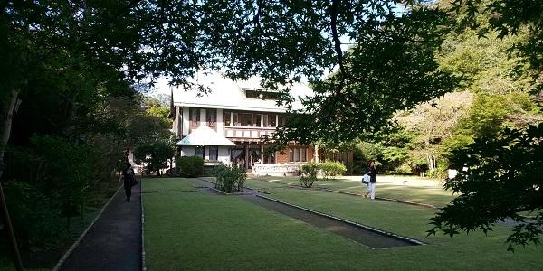庭から屋敷