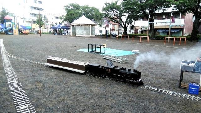 国立の谷保の公園でミニSLをする梅雨'19