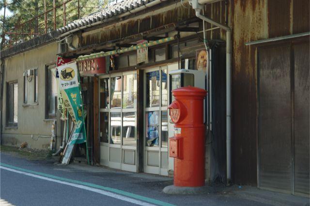 碧南の浅岡商店の丸ポスト
