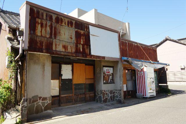 刈谷の閉店した駄菓子屋