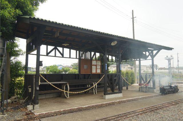 C56 129 駅にて