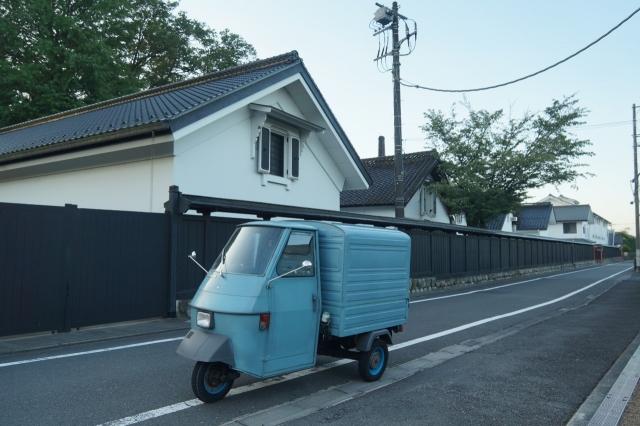 嘉泉田村酒造所の酒蔵とピアジオアペ