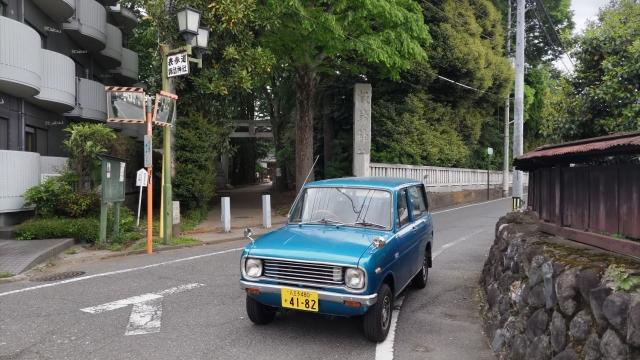 稲刈機とベスパカー
