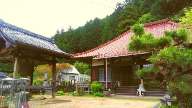松樹寺の境内