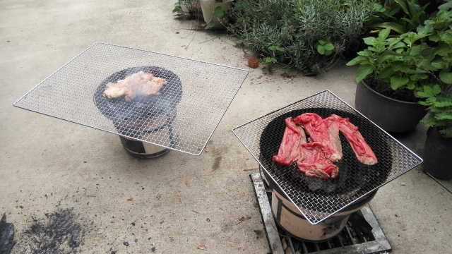 肉などを焼きます