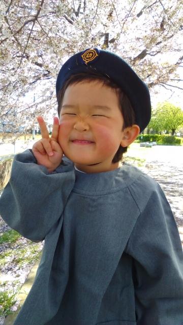 万願寺中央公園で園服を着て