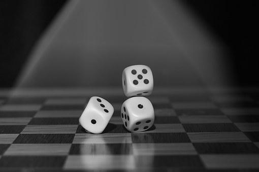 roll-the-dice-1502706__340.jpg