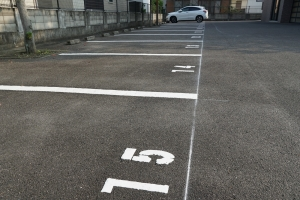 新聞社の駐車場3