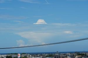 一子島の上のキノコ雲