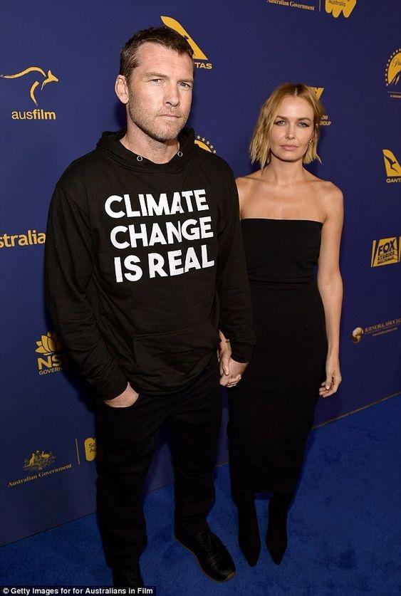 サム LAの映画祭にメッセージ入りのパーカーで登場!「気候変動は現実」