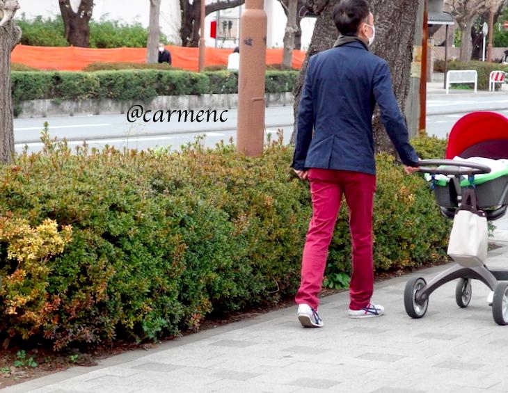赤とベビーカー