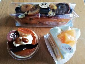 アリババ、メロンのせケーキ、フルーツのせパウンドケーキ(義父へ)