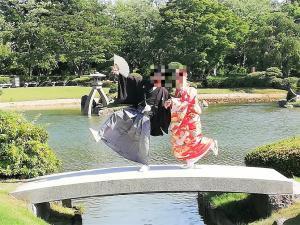 おどけて(庭園の石橋)