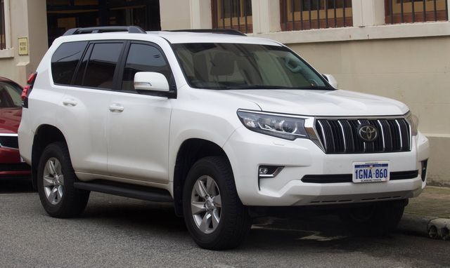 2018_Toyota_Land_Cruiser_Prado_(GDJ150R)_GXL_wagon_(2018-08-06)_01.jpg