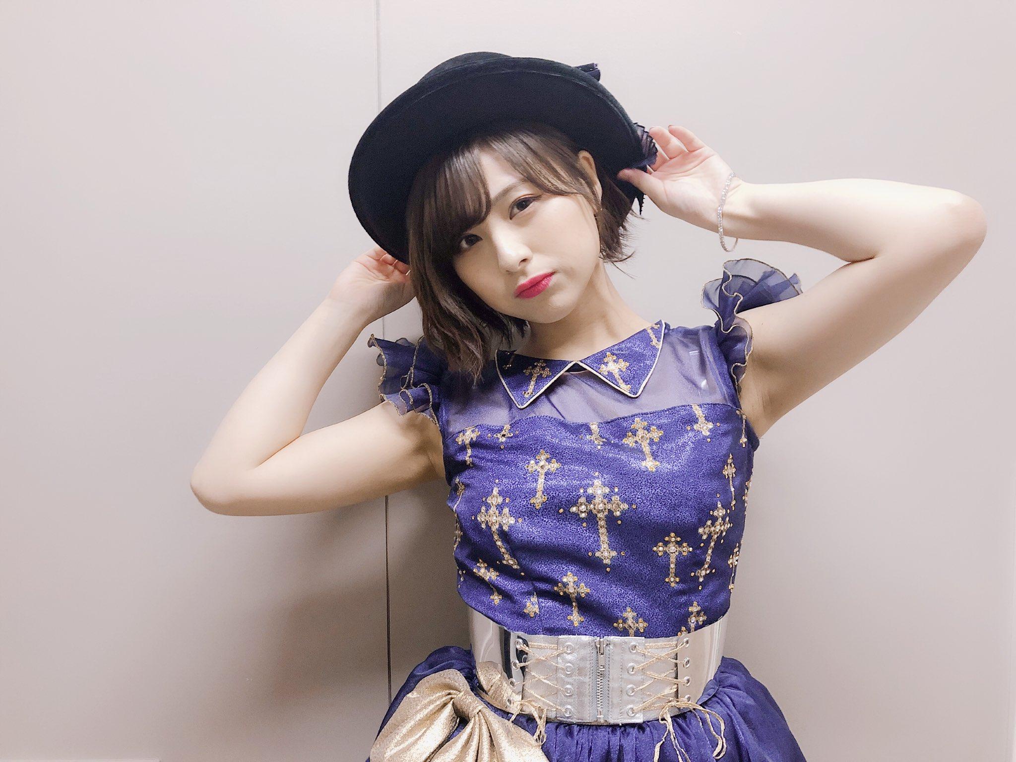 【画像】チーム8の佐藤栞さんが無毛のワキを晒しているってのに、おまえらときたら・・・