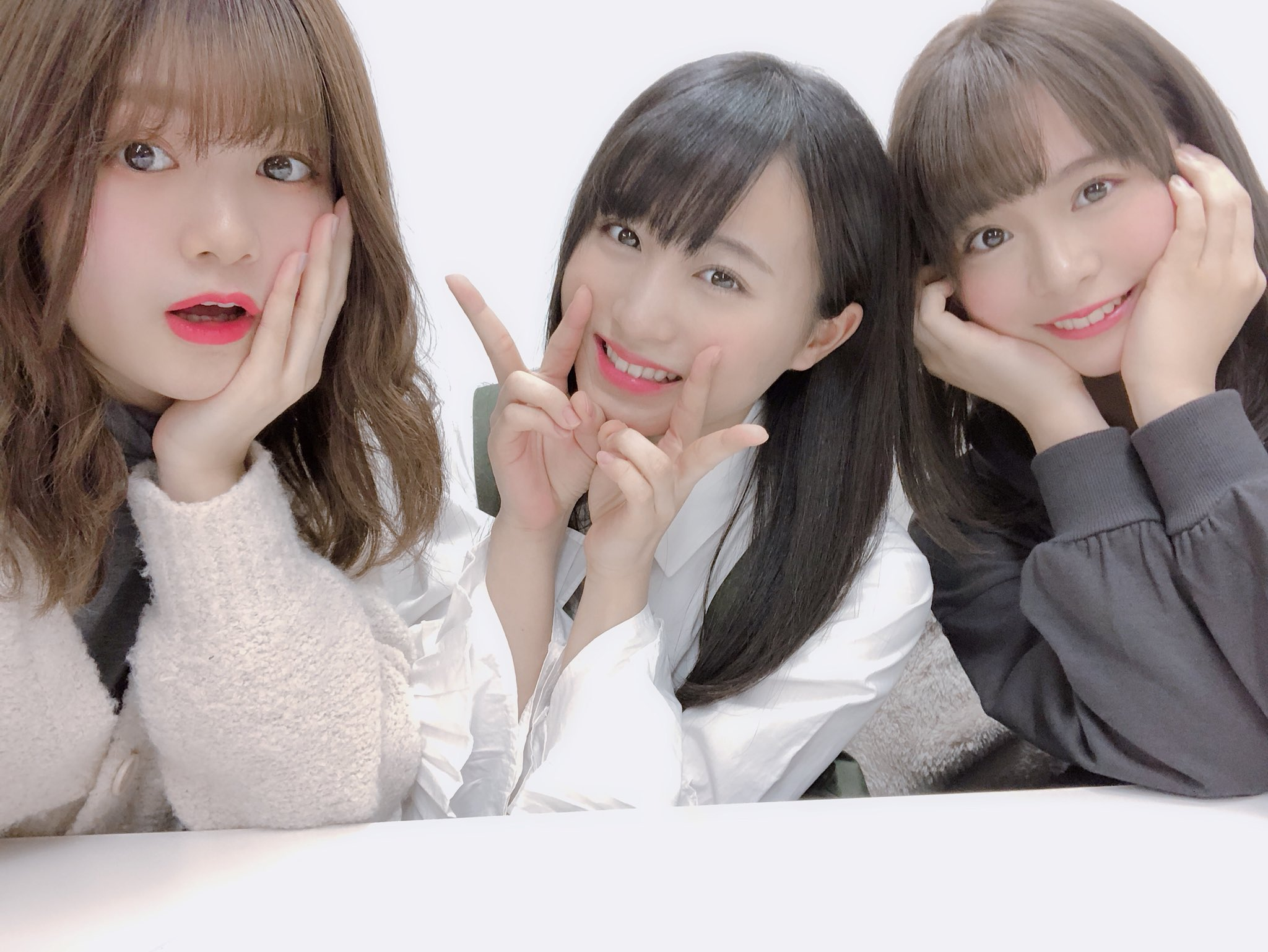 チーム8の凸凹トリオがAKB新聞に登場!!