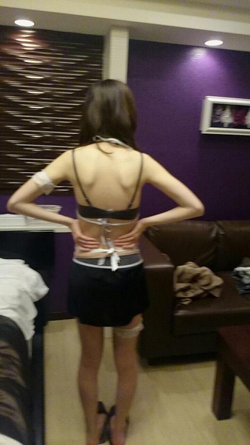 スレンダーな素人女性をホテルで撮影したヌード画像 4