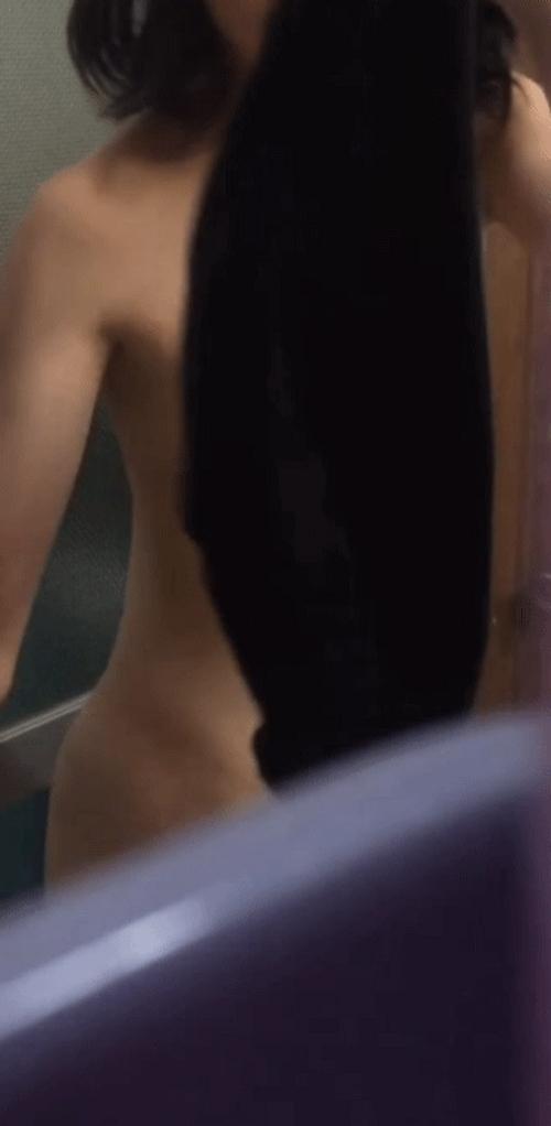 美微乳な素人少女の脱衣ヌード盗撮画像 10