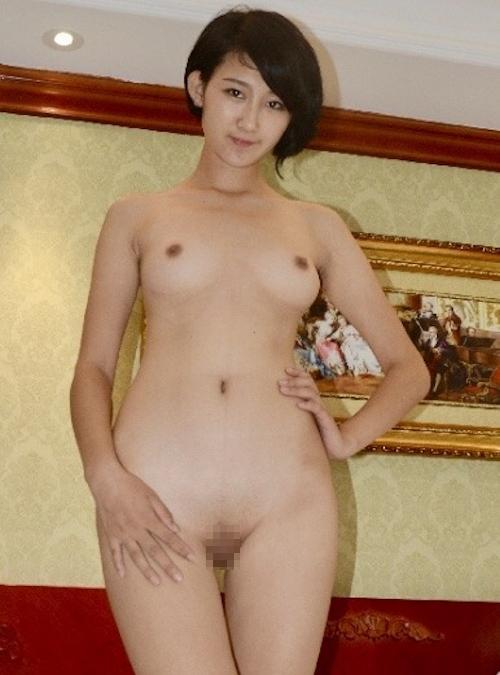 パイパンなアジアン美女のヌード画像 4