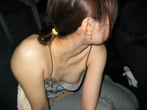 胸チラ乳首見え画像 1