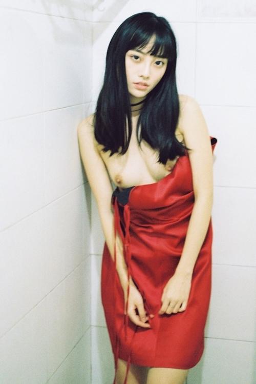 黒髪ストレートヘアのアジアン美少女のヌード画像 5