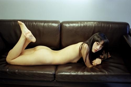 黒髪ストレートヘアのアジアン美少女のヌード画像 11