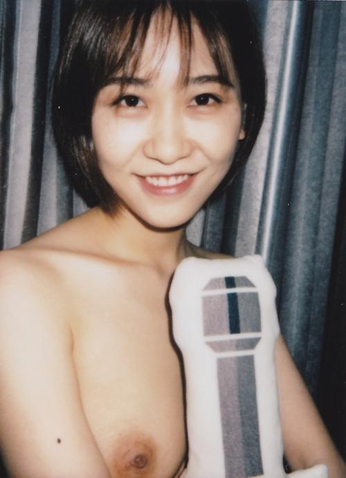 ポラロイド写真で撮影した素人美女のプライベートヌード画像 6