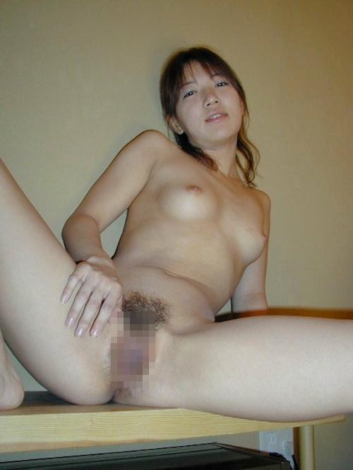 美乳な素人美女のヌード画像 14
