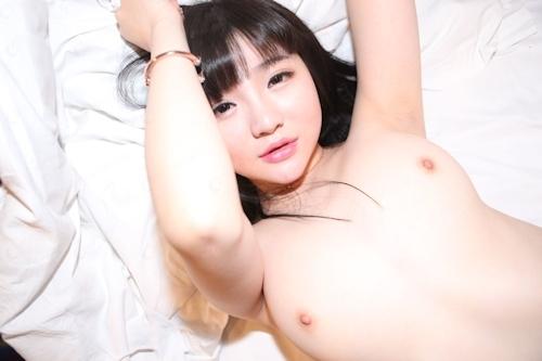 美乳なアジアン美少女のヌード画像 7