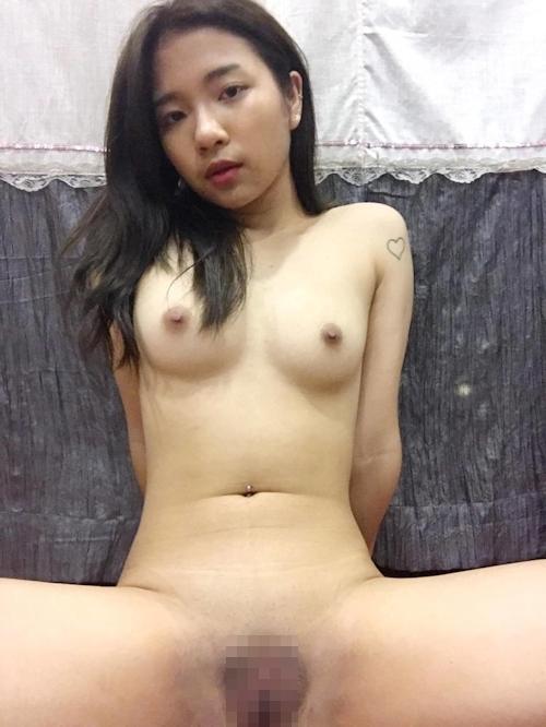 アジアン素人美少女の自分撮りヌード画像 7