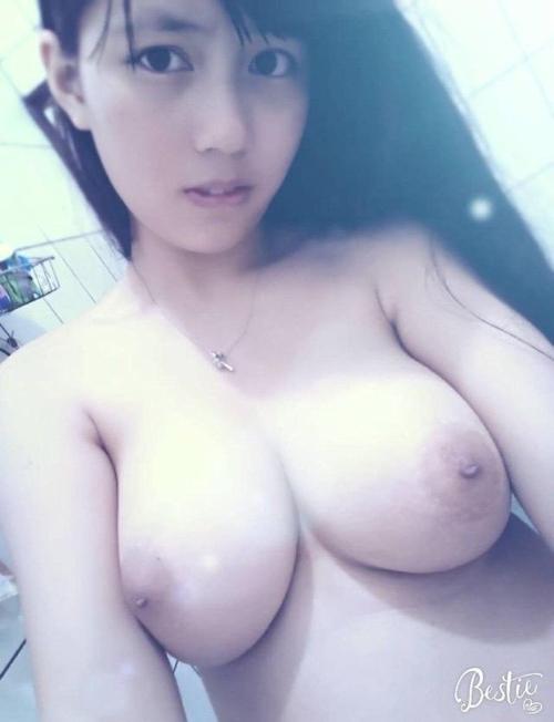 巨乳素人美少女の自分撮りヌード画像 4
