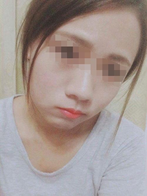 スレンダー微乳な素人美少女の自分撮りヌード画像 1
