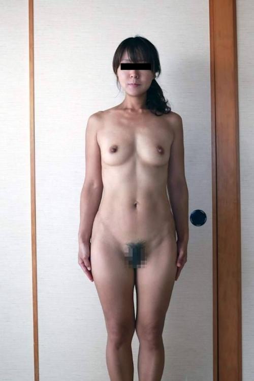素人美女の野外露出ヌード画像 2