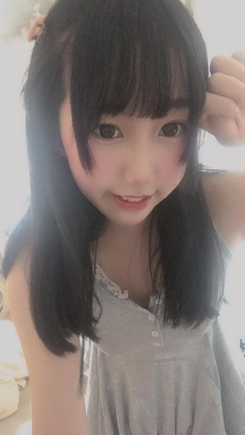 ロリ系美少女の自分撮りヌード画像 1