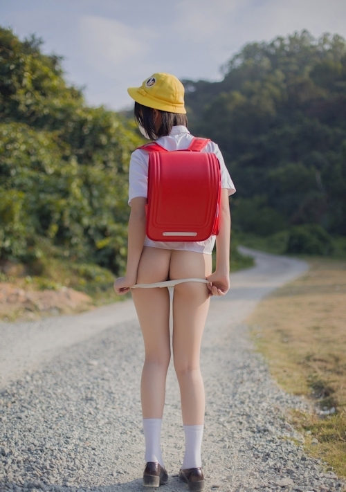 美乳&美尻なロリ系少女のコスプレヌード画像 4