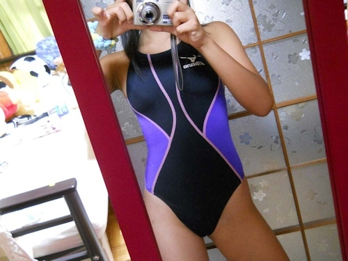 まんまるおっぱいの素人少女が水着を着て自分撮りしたヌード画像 1