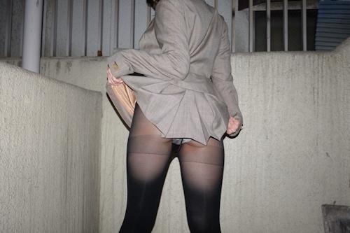 スーツ美女のセクシーパンスト画像 2