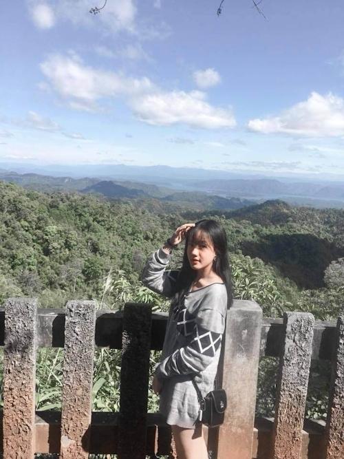 アジア系素人美少女の自分撮りヌード画像 1