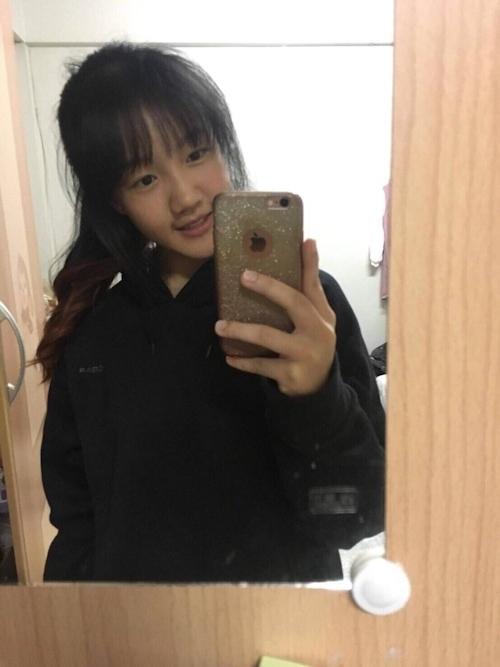 アジア系素人美少女の自分撮りヌード画像 2