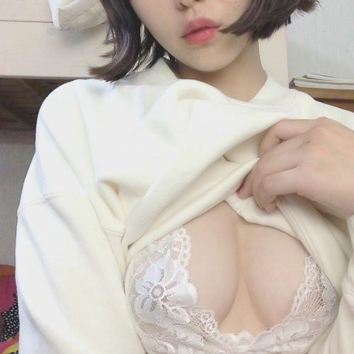 素人美女のおっぱいチラ見せ動画 1