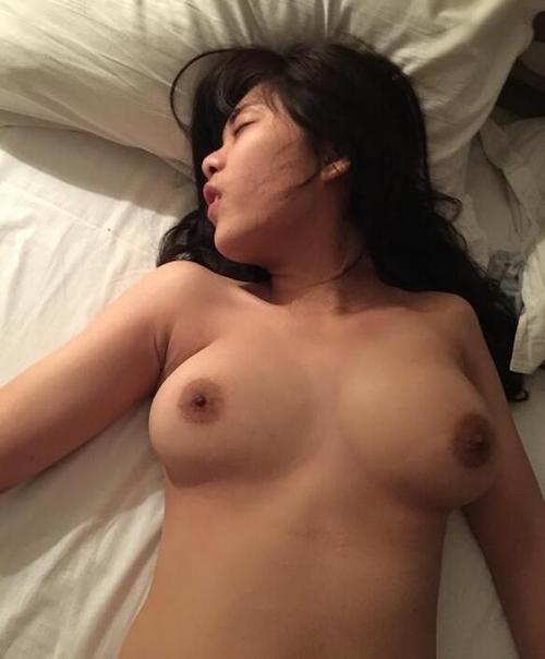 巨乳女子大生のプライベートヌード画像 12