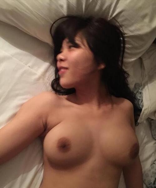 巨乳女子大生のプライベートヌード画像 13