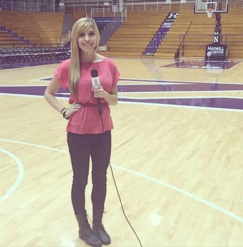 アメリカの美人スポーツレポーター Taylor Mathisの自分撮りヌード流出画像 1