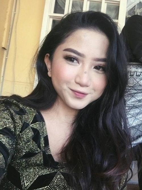 オシャレ系なマレーシアの巨乳素人美女の自分撮りヌード流出画像 5