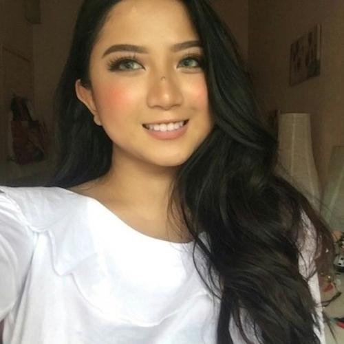 オシャレ系なマレーシアの巨乳素人美女の自分撮りヌード流出画像 6